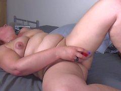 Reife Mutter mit großen Arsch und durstig Pussy