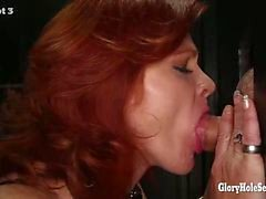 Gloryhole om Secrets förfalla redhead för svälja satsen