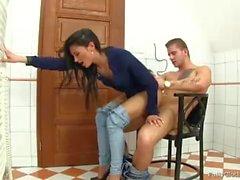 Bra sex på stol i badrummet