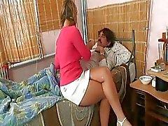 Slutty tonårsbrud brud kärlekar kuk pumpa