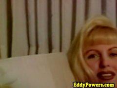 Bigtitted vintage blond blir flexibel fan