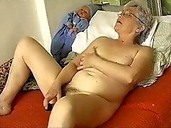 Corné Ancien de Granny potelées se masturber avec godemichet