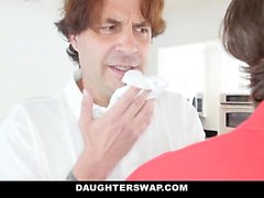 DaugterSwap - Döttrar Fucked efter att ha sålt Trosor
