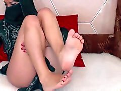 RH - Arab girl showin her beautiful feet