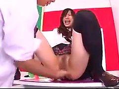 Kuumat Aasian koulutyttö sakeutetusta ass vie hänet opettajan