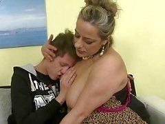 la mère adulte coquine baiser pas que son fils