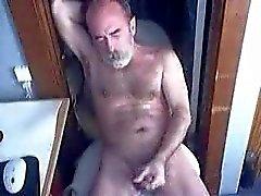 Vanha mies Cumming vartenwebbikamera