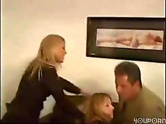 Man Hans fru och barnvakten