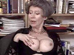 Duitse Oma houdt Fist en Cum door TROC