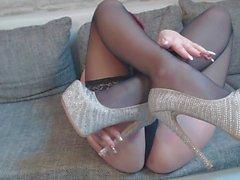 neues video! striptease nylons und higheels