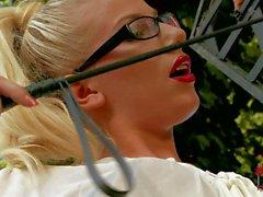Busty de Krystal de Webb obtenir puni par blondine rigoureuse