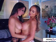 Jessica Jaymes et Nikki Benz baise l'autre dur, grand butin