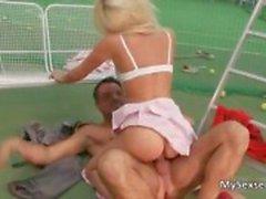 Sexy tennis pelaa Euro tyttö saa hänen
