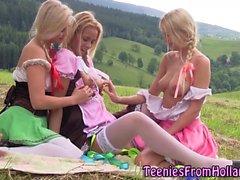 Blonde dutch les lecken