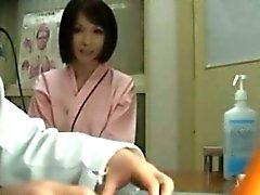 Азиатских милашек поймали на скрытой камерой