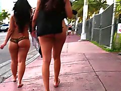 latinas in Miami Florida lopen in thong touwtje - voyeur ass