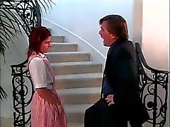 Unga redhead knäböjer att suga killen kuk då han slickar hennes fitta och röv