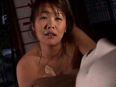 Accatastati moglie giapponese cura dei suoi bisogni e piace un