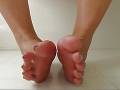 Mature curl and spread toes