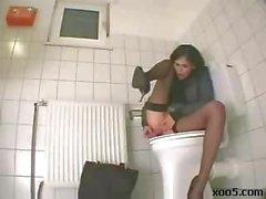 Di masturbation in bagno