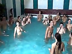 Amateure Teen Paar erster Mal Sex im Wasser bzw. OUTSI