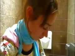 Küçük Natasha tuvalet yalın Teenie'yi