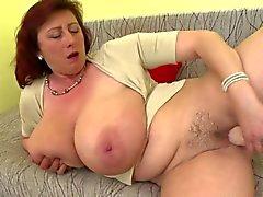 Madre maduro mayor magnífica con los tits enormes y de perfecta madurar