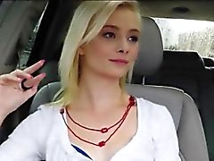 Dünn Amateur Babe Teenager Maddys Rose nagelt in das Auto
