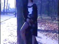 Темноволосая проститутка согласится дать секс втроем в лесу
