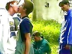 FOUT он твинков надоедает во время пикника , и они начинаешь целовать перед чертовски