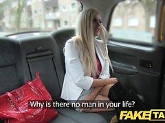 Fake Taxi mager blondin med små ass blir anal