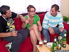 Горячие 3some зрелой кур
