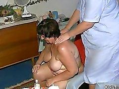 Salope mature gros seins obtient cornée