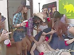 För högskola flickor är Livesex med missfostren In dormroom
