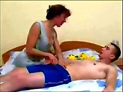 Venäjän äiti eikä hänen poikansa amatööri kotitekoinen Aikuiset cum