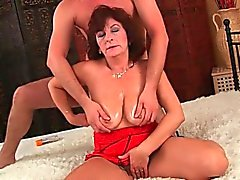 Vollbusige Milf spritzen Video