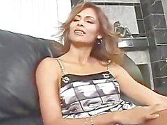 AMWF Latines de Monique Fuentes est interracial avec type asiatique