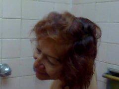 Nonnina Olga fa la doccia - Abuela Olga tomando una ducha