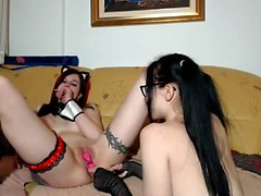 Naughty Lesbo Camslut Chatting Live With Her Admirers