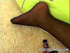 Aasian malli Annien Cruzin ei hienon näköinen siro jalkaa jotka voivat vastata kaikki kiimainen jalka lover craving kuuman jalka työpaikka ja jalka palvonta . Katso tämä tuhma Aasian kauneus seksikäs mustat sukat jaella ilkeä kukko hemmottelua käyttää hänen pehmeä , herkkä pi