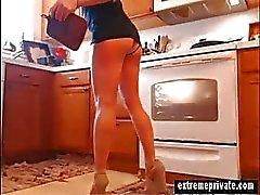 la mamma indossare mutandine spiato di della cucina