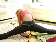 Flexible Big Ass blonde Jessie Rogers