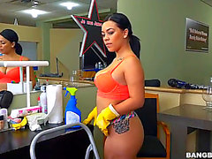 Vídeos porno HD de Kimmy Kush fearsome-threatening Thick Latin Babe Maid Enjoys Her 1St Day
