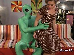 Green alian fucking brunette housewife