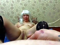Guy pissing en milf adultos