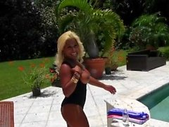 Latin chick seduces her hubby with her pleasing smile