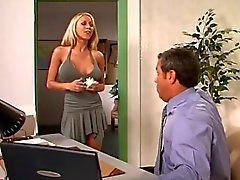 Ofisinde seksi blonde