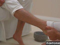 Komea lääkäri lyö nuoren potilaansa tiukka aasi useissa poseissa