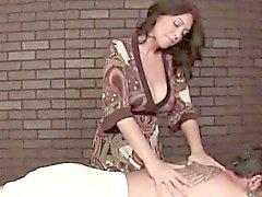 Maduro que da masaje sensual