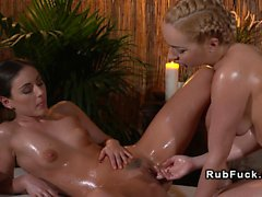 Blonde babe fingeres her masseuse